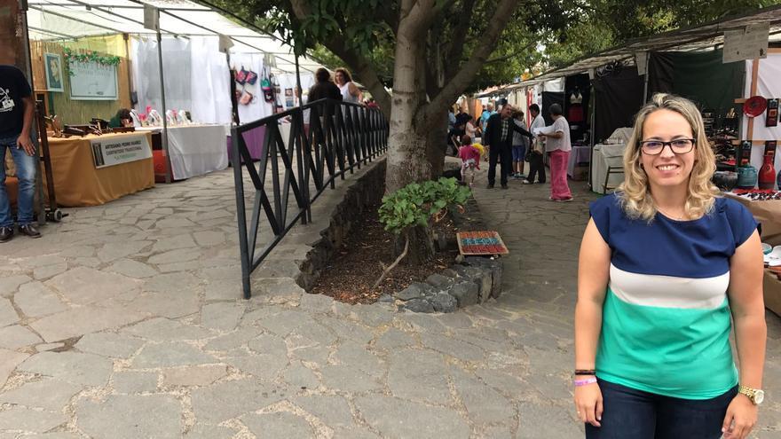 La consejera de Artesanía del Cabildo de La Palma, Susana Machín, en  la XXXII Feria de Artesanía Pinolere.