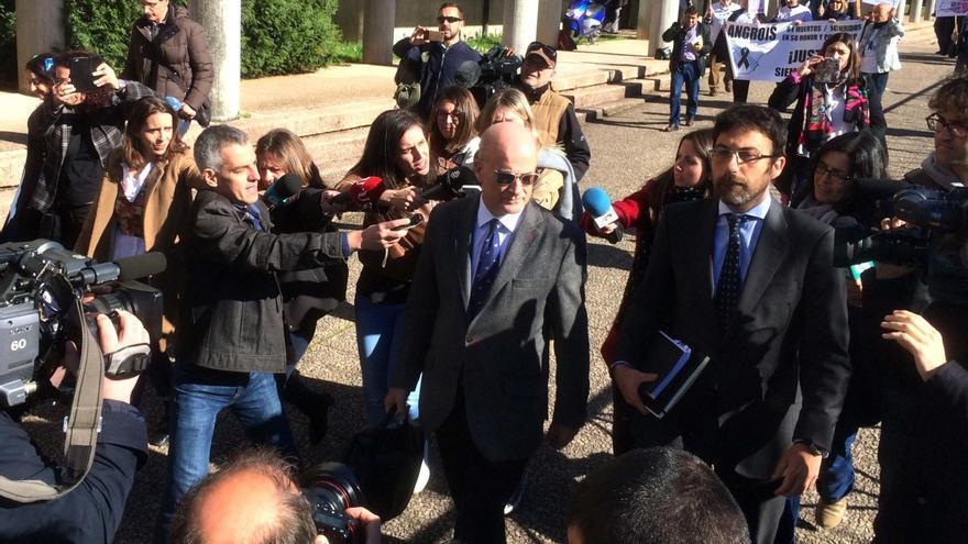 Andrés Cortabitarte, exdirector de Seguridad en la Circulación de Adif, tras una comparecencia en los juzgados de Santiago