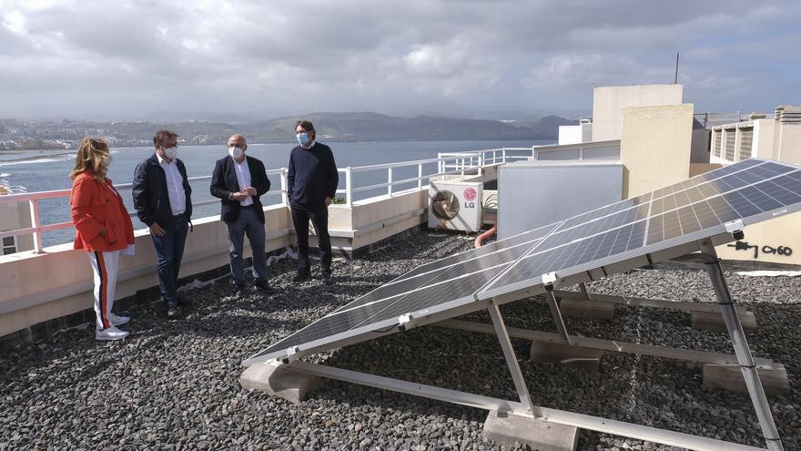 """El Cabildo de Gran Canaria ofrece 400.000 euros en ayudas para placas solares y contribuir así con la """"revolución de las azoteas"""""""