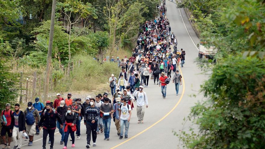 La pandemia y el cierre de fronteras no detienen las caravanas migrantes de Centroamérica