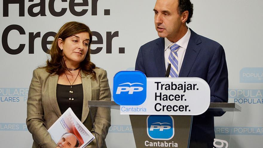 María José Sáenz de Buruaga e Ignacio Diego en ruega de prensa.