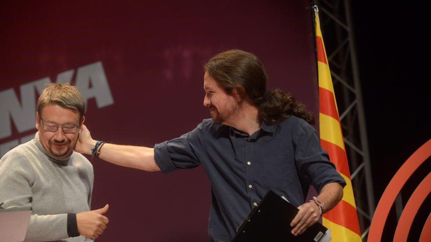 Pablo Iglesias saluda a Xavier Domènech