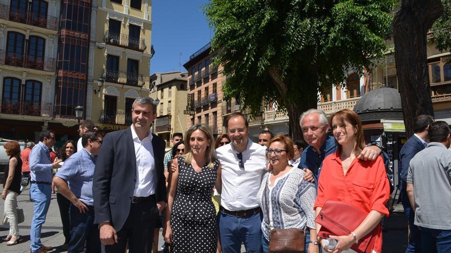 César Luena con Álvaro Gutiérrez, Milagros Tolón, Cristina Maestre y Guadalupe Martín / PSOE