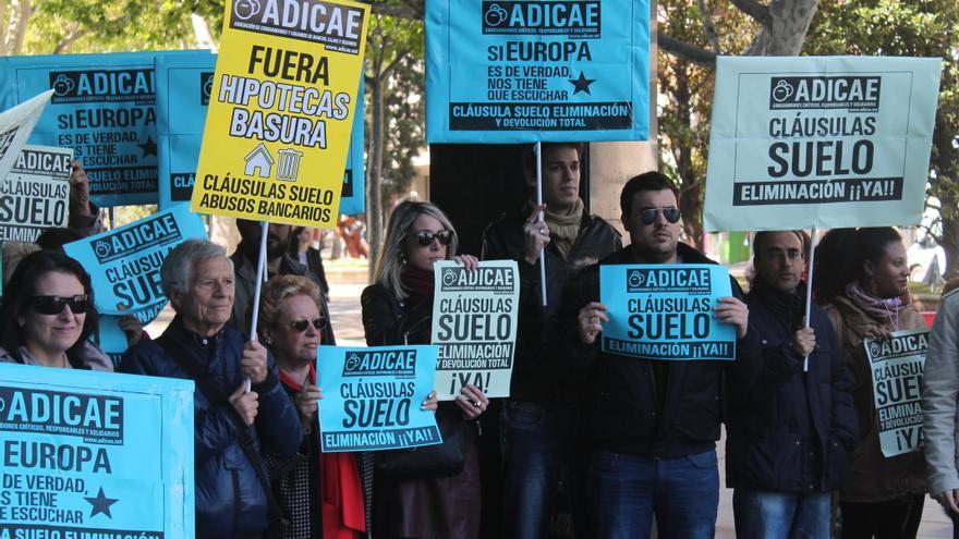 Manifestación contra los abusos financieros.