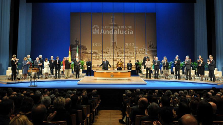 Imagen del acto institucional del 28 de febrero del pasado año en el Teatro de la Maestranza