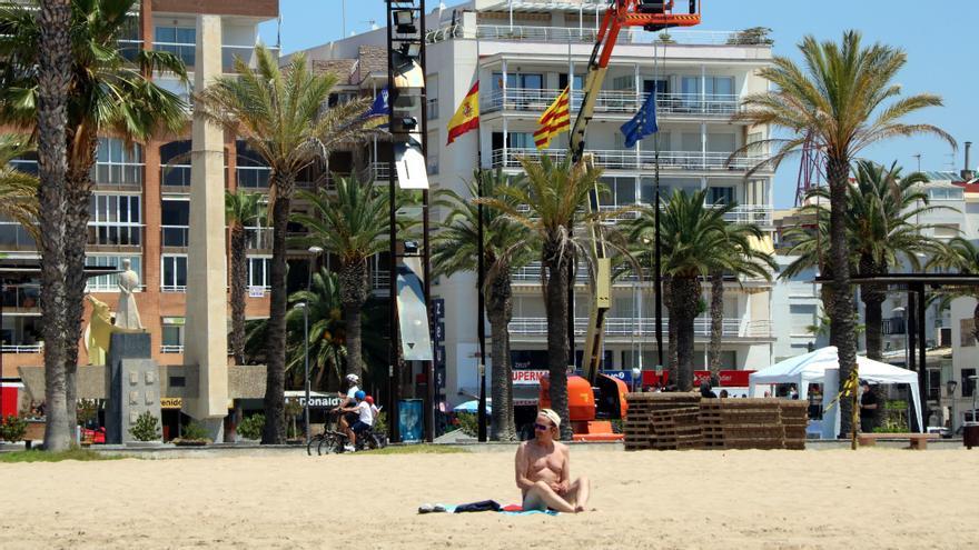 Playa de Llevant en Salou, durante el verano