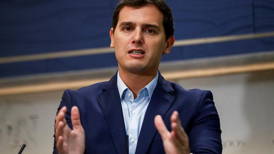 Rivera subraya que garantizar la ley y el orden en Cataluña es fundamental