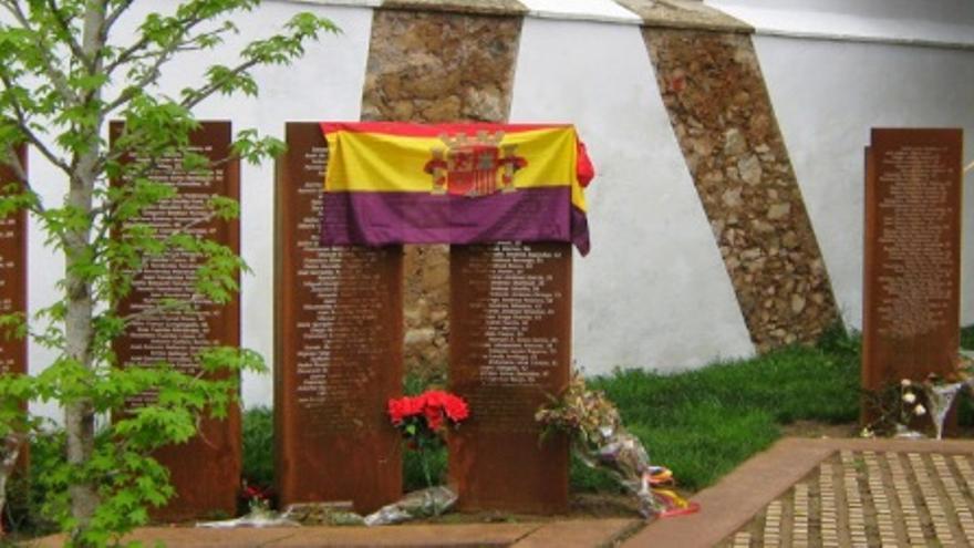 Memorial  en homenaje a las víctimas del Franquismo en el cementerio de Cáceres / http://amececa.es