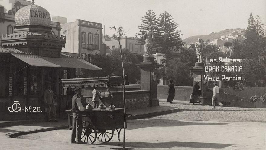 Vendedor de helados junto a la Plaza de las Ranas, 1922-1925.