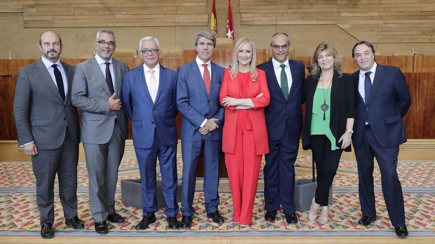 """Cifuentes dibuja un Madrid que mejora en un debate del estado de la región en que la oposición la ve en mundo """"irreal"""""""