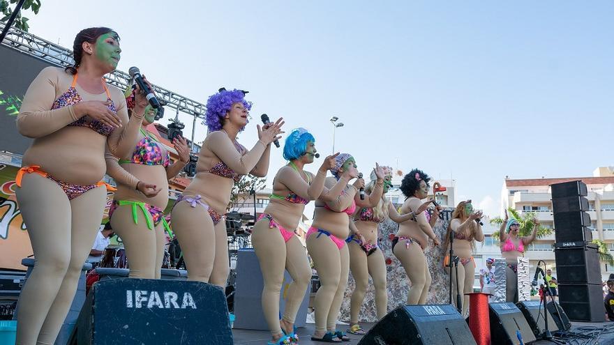 Una de las actuaciones de este sábado en el Carnaval de El Médano, en Granadilla