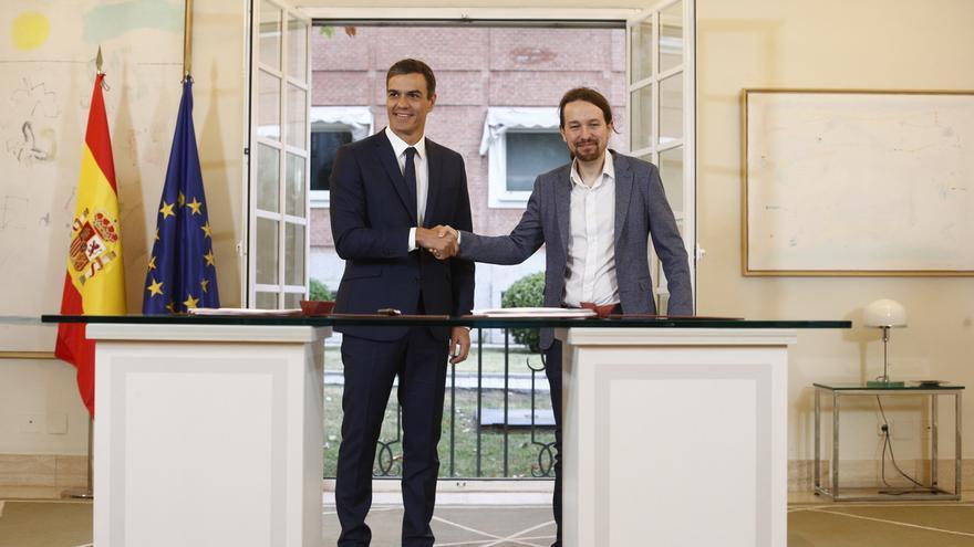Pedro Sánchez y Pablo Iglesias firman el acuerdo para los Presupuestos de 2019, el pasado octubre