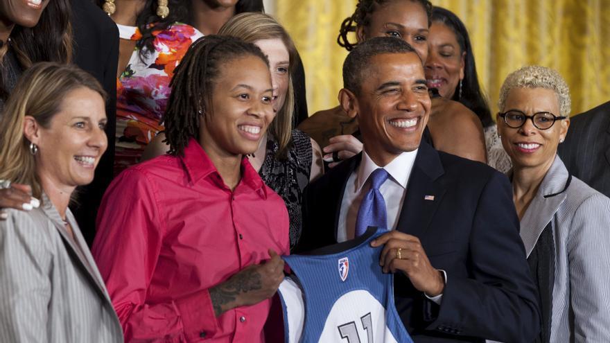 """Obama responde a Romney que su obligación es """"trabajar para todos"""""""