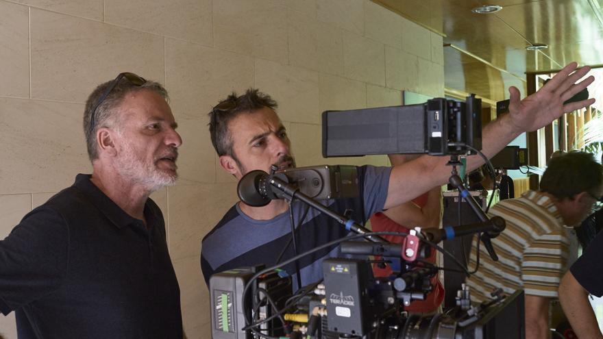 Andrés M. Koppel (izquierda), en el rodaje de 'La niebla y la doncella'