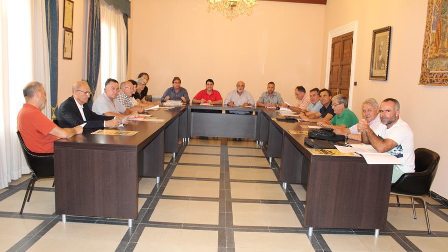 Miembros de la Plataforma per la Dignitat del Llaurador, en una reunión con el secretario autonómico de Agricultura, Francisco Rodríguez Mulero.