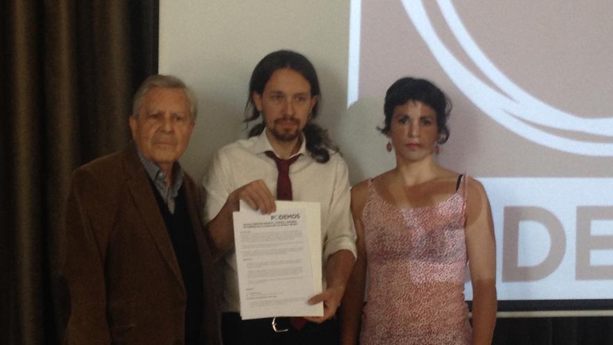 Los candidatos de Podemos Carlos Jiménez Villarejo, Pablo Iglesias y Teresa Rodríguez / I.C.