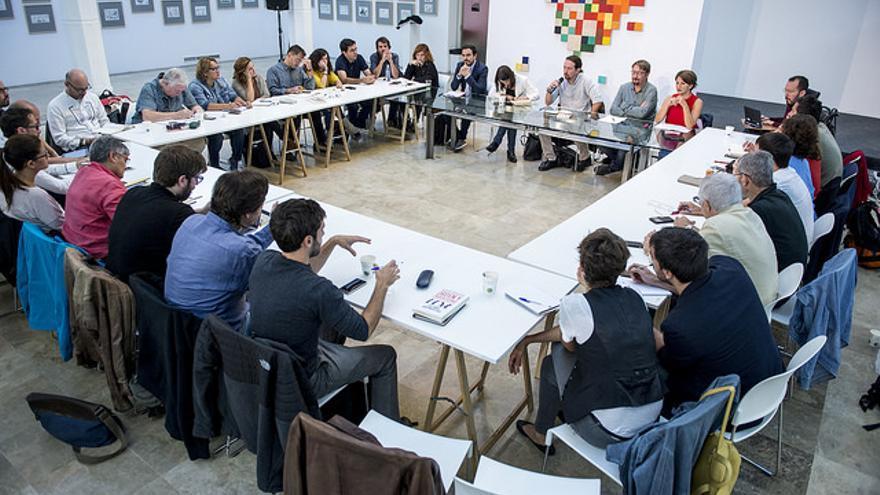 Asistentes a la reunión de Rumbo 2020 de Podemos, con presencia de IU, Catalunya en Comú y En Marea.