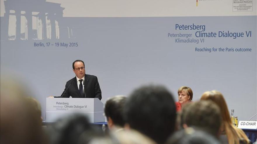 Hollande dice que los emergentes no firmarán el acuerdo climático en París sin financiación