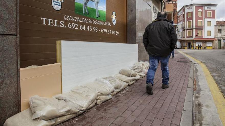 Inundaciones remiten en Salas pero el Arlanza continúa desbordado en Burgos