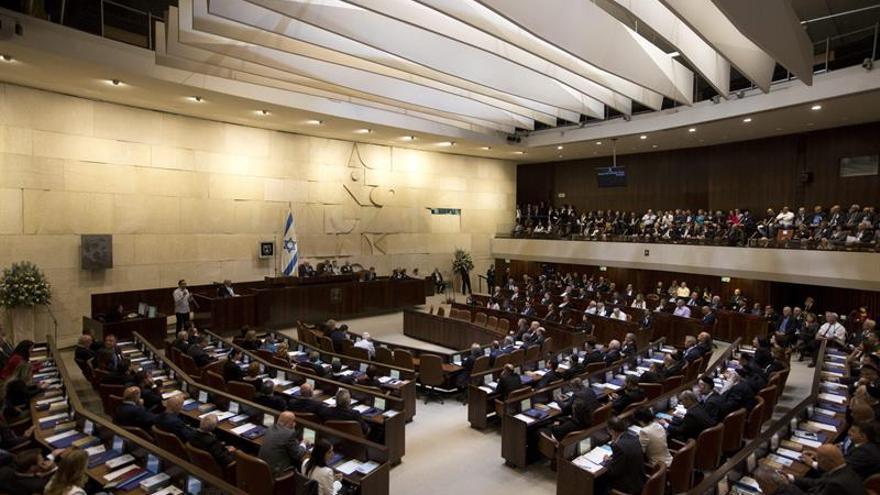 El Parlamento israelí declara la guerra a las minifaldas de sus funcionarias