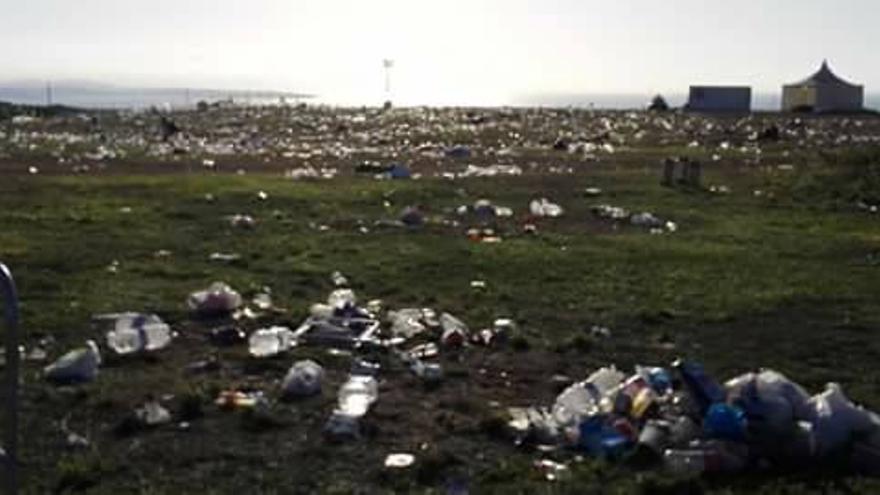 Restos de basura del festival.   Víctor M. Ortiz