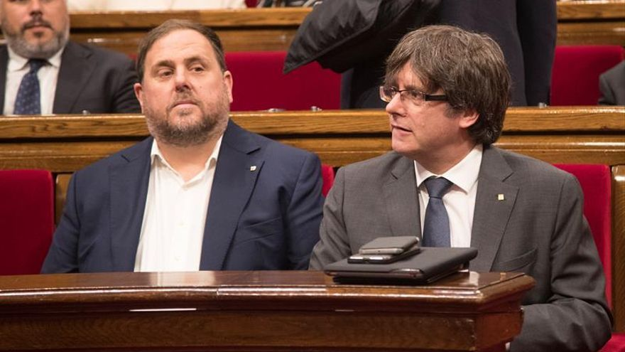 """Puigdemont recoge el guante a Iceta y ofrece un """"pacto nacional de seguridad"""""""