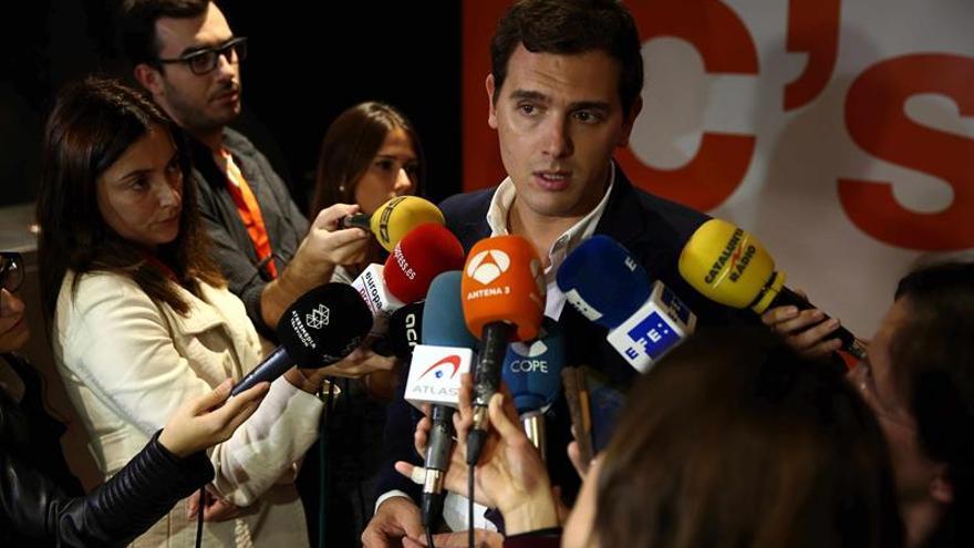 Rivera traslada a Rajoy su disposición a comenzar a negociar los Presupuestos