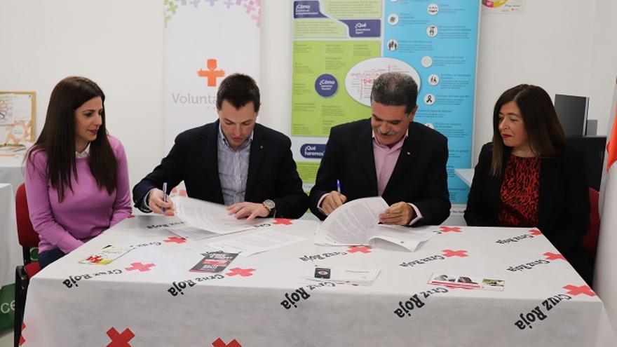 Firma del acuerdo entre Cruz Roja y el Ayuntamiento de Cehegín