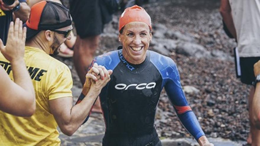 Rebeca Santos, ganadora de la Travesía a nado Mar de Las Calmas