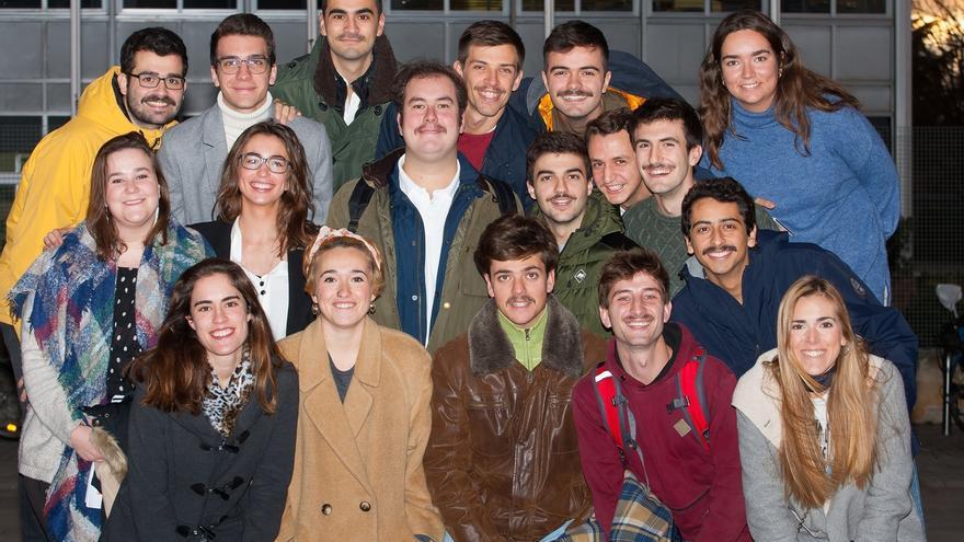 Bigotes en el campus de la Universidad de Navarra para concienciar sobre el cáncer de próstata