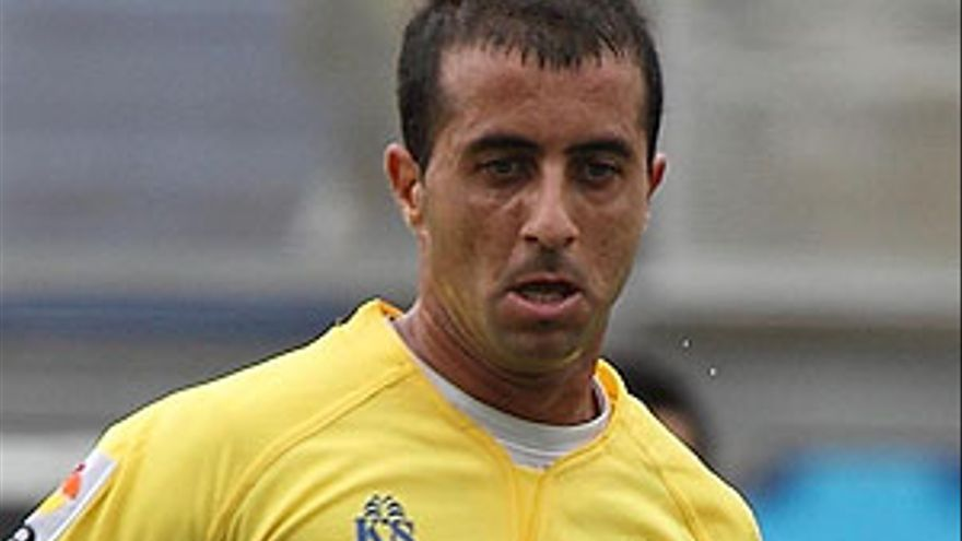 Davidd González, otro amarillo de baja.