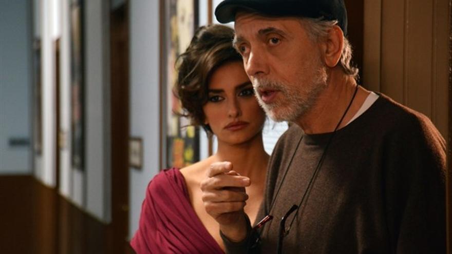 Fernando Trueba con Penélope Cruz en el rodaje de 'La reina de España'