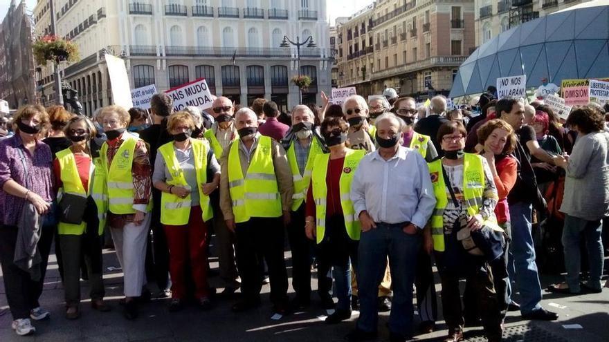 Los yayoflautas se amordazan contra la Ley de Seguridad Ciudadana. \ @yayoflautas