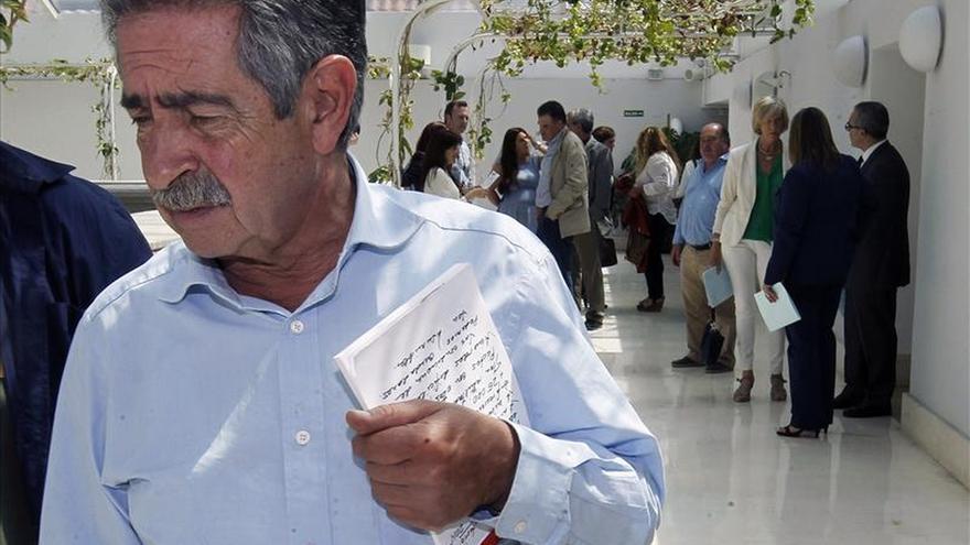 Revilla será presidente de Cantabria, según el pacto de regionalistas y PSOE