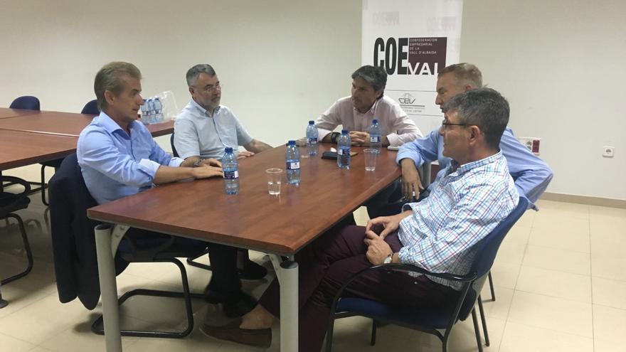 Imagen de la reunión entre las patronales comarcales