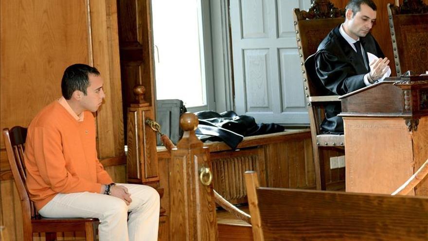 El acusado de matar a la pareja de su madre en Cangas asume los hechos