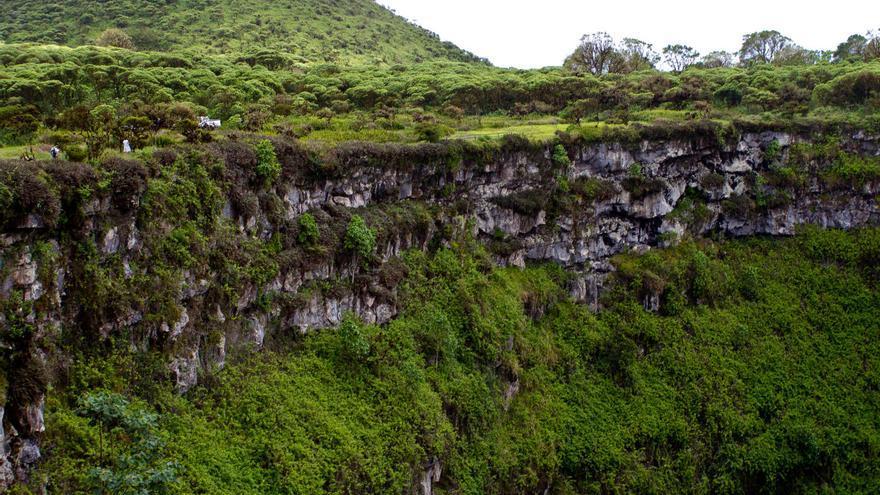 Escarpes de Los Gemelos, en el interior de la isla de Santa Cruz (Galápagos). VA