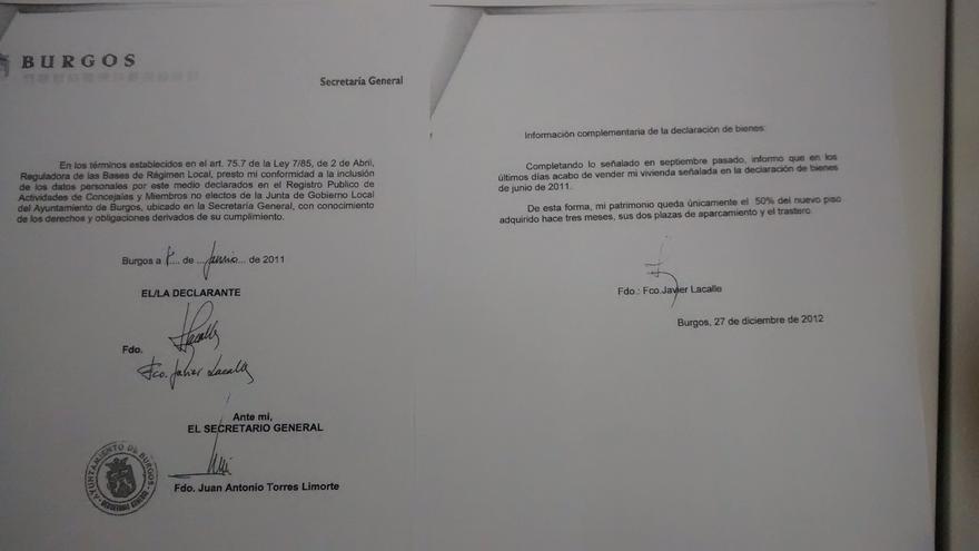 A la izquierda, el documento sellado; a la derecha, solo con la firma del alcalde