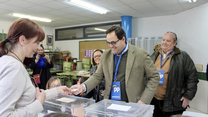 Paco Núñez, el presidente del PP de Castilla-La Mancha ha votado en El Casar (Guadalajara) donde reside actualmente