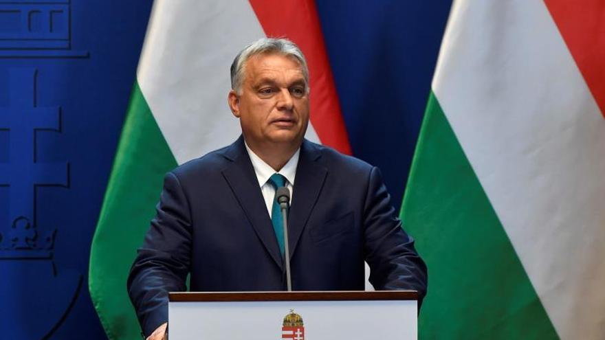Orbán recibe poderes para gobernar por decreto por tiempo indefinido
