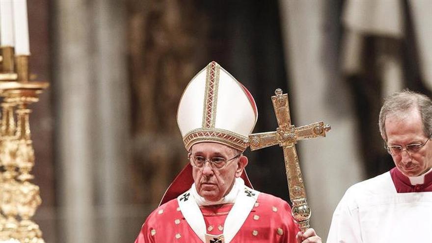 """El Papa recuerda a los obispos italianos el cambio de """"muchas costumbres"""""""