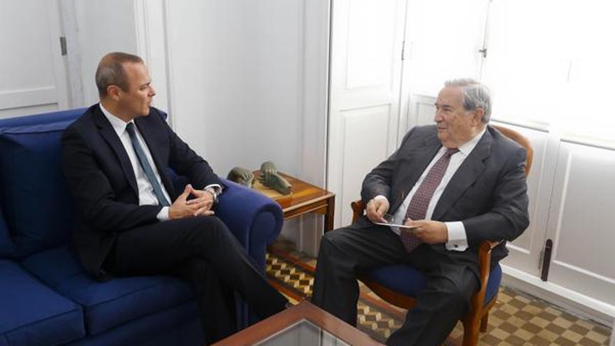 Reunión entre el alcalde de Las Palmas de Gran Canaria y Jerónimo Saavedra (@AyuntamientoLPA)