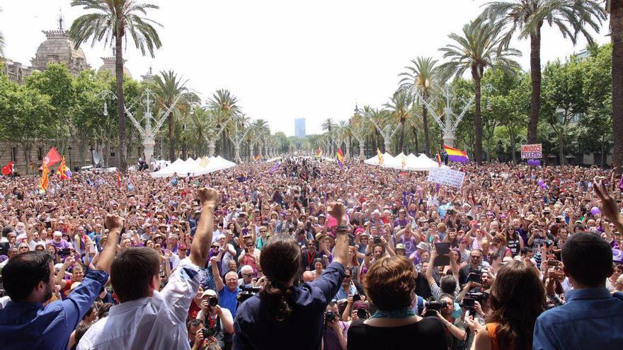 Acto de En Comú Podem con Mónica Oltra, Ernest Urtasun, Ada Colau, Pablo Iglesias, Alberto Garzón, Xavi Domènech, Íñigo Errejón y Lucía Martín en Barcelona, el 11 de junio de 2016.