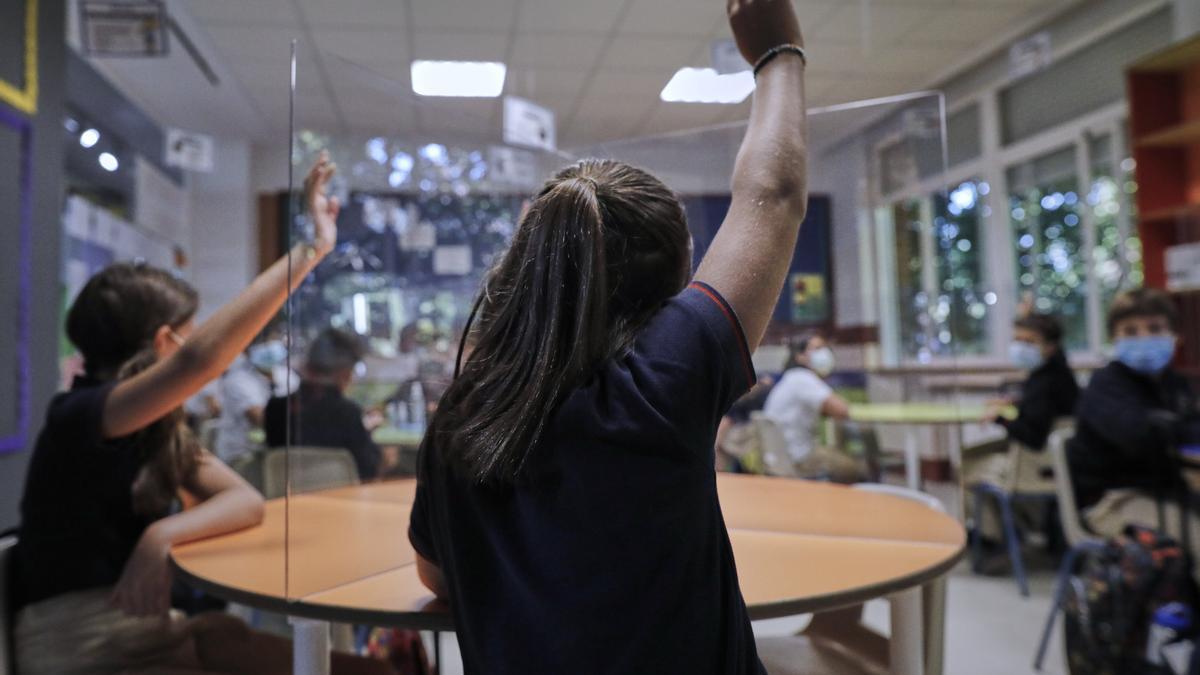 Varios alumnos en un aula en una imagen de archivo.