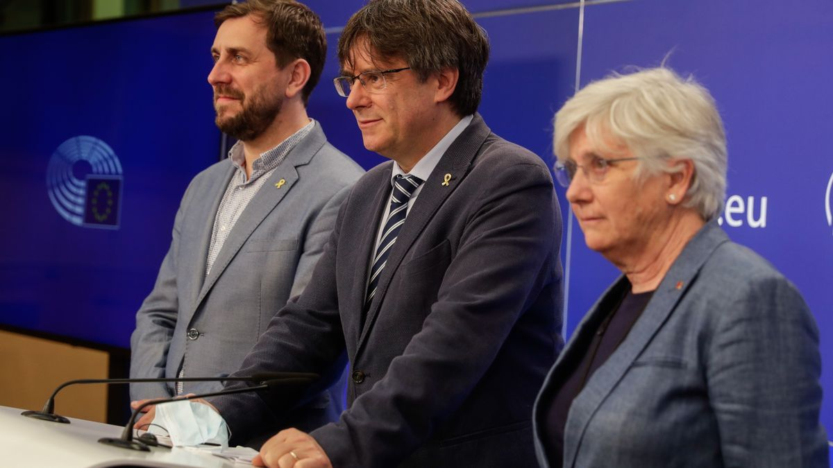 Antoni Comin, Carles Puigdemont y Clara Ponsati.