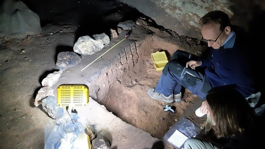 Trabajos en la Cueva de los Casares, en La Riba de Saelices (Guadalajara)