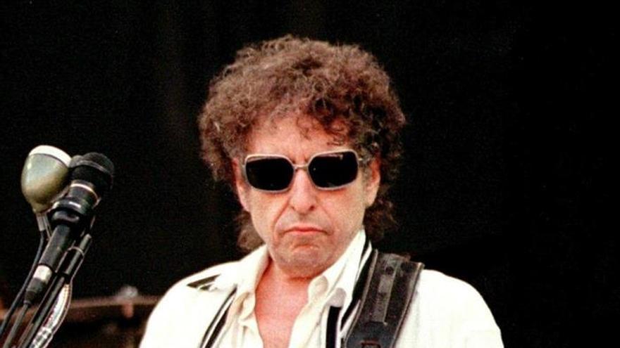 """Pedro Sánchez ve una """"magnífica noticia"""" la concesión del Nobel a Bob Dylan"""