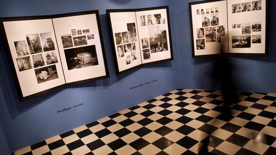 Noventa retratos de Salvador Dalí y Gala realizados por Ricardo Sans inspiran la muestra de Púbol