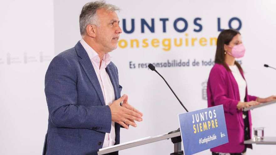 Canarias intensifica las negociaciones con Madrid para que el 1 de diciembre haya un único criterio para el control de viajeros