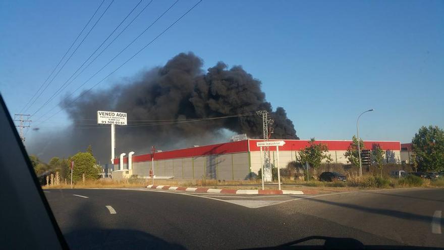 Incendio en nave polígono industrial de Toledo | Foto: Gonzalo García / Facebook